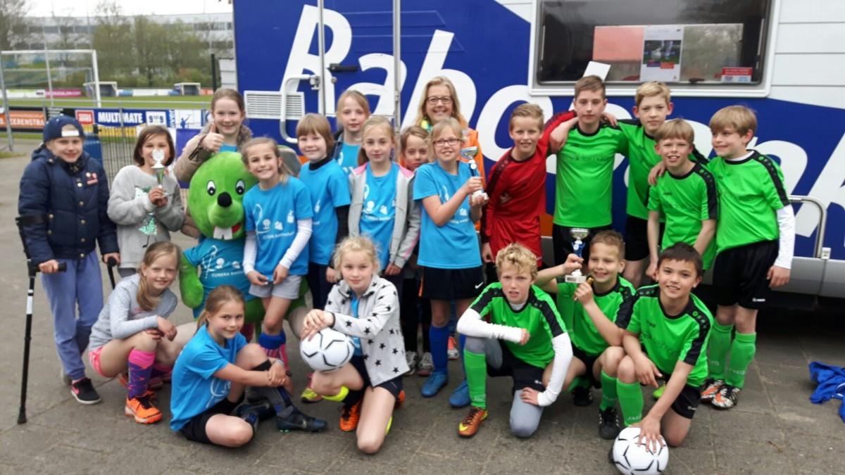 Helmgras en Cunera winnaars Rabobank schoolvoetbaltoernooi